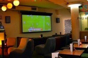 Màn hình LED trong nhà giúp quán cafe hút khách mùa bóng đá